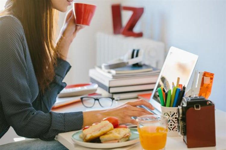 Alimentazione e stress da rientro a lavoro: i 10 consigli per contrastarlo