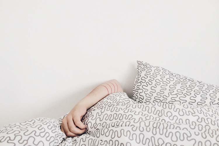 Perché le donne hanno bisogno di dormire di più? È questione di cervello