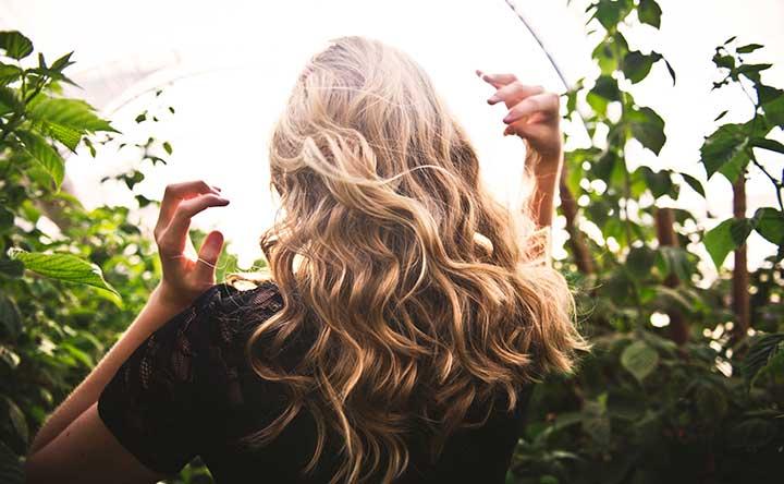 Cosa mangiare per avere capelli sani e forti