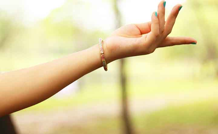 Cosa succede quando scrocchiamo le dita?