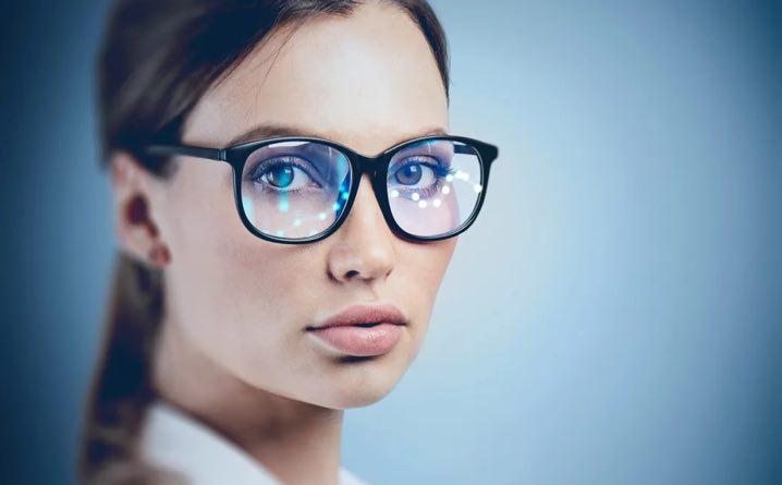 Gli occhiali multifunzione che monitorano la salute, proteggono gli occhi e si usano con i videogiochi