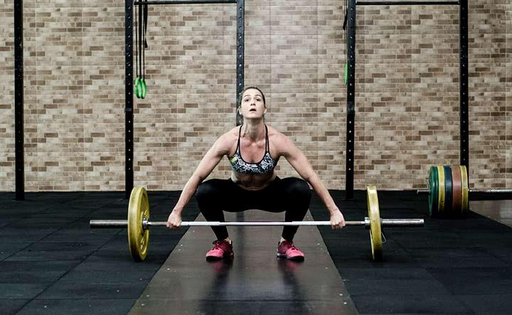 Il modo migliore per evitare il mal di schiena: sollevare cose pesanti